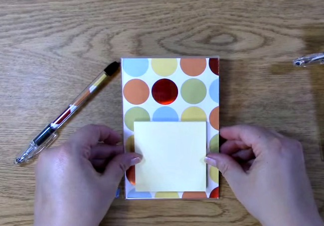 place post it notes on the photo frame