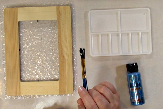 Painting an Unfinished Frame Adding Texture with Bubble Wrap b