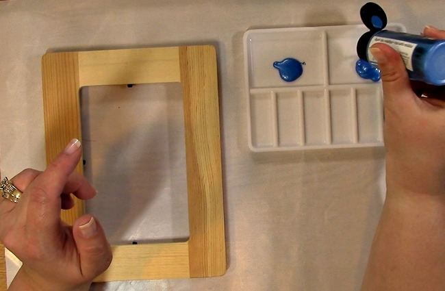 Painting an Unfinished Frame Adding Texture with Bubble Wrap c