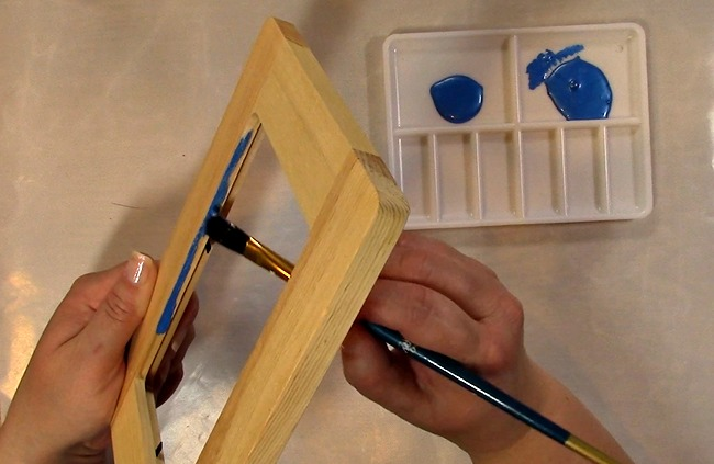 Painting an Unfinished Frame Adding Texture with Bubble Wrap d