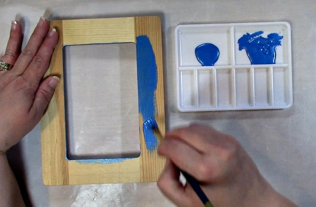 Painting an Unfinished Frame Adding Texture with Bubble Wrap g
