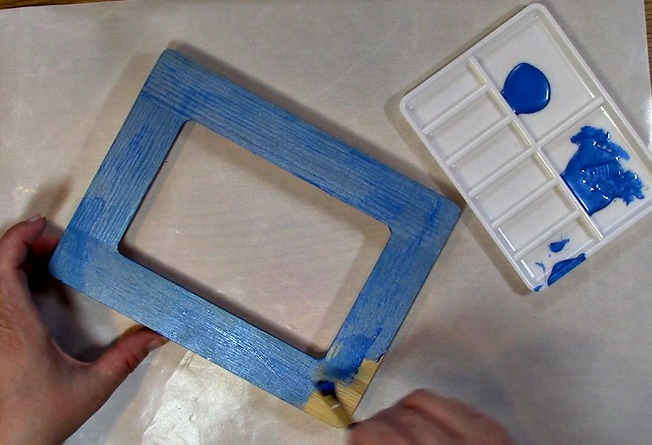 Painting an Unfinished Frame Adding Texture with Bubble Wrap h