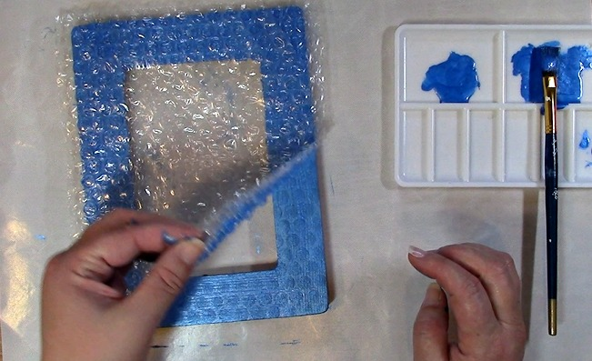 Painting an Unfinished Frame Adding Texture with Bubble Wrap n