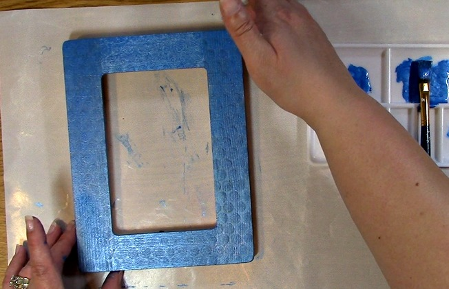 Painting an Unfinished Frame Adding Texture with Bubble Wrap o