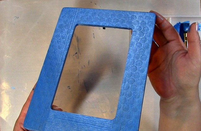 Painting an Unfinished Frame Adding Texture with Bubble Wrap p